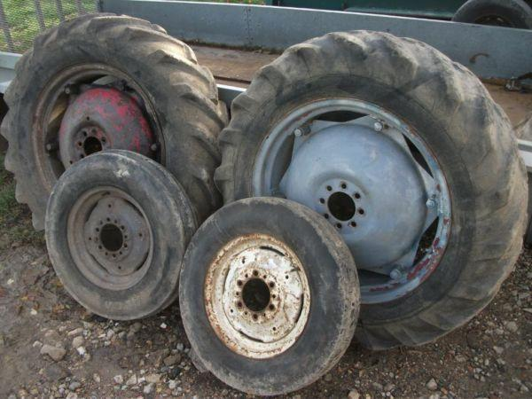 Tractor parts FOR SALE , breaking international 414, massey ferguson 65, fordson major