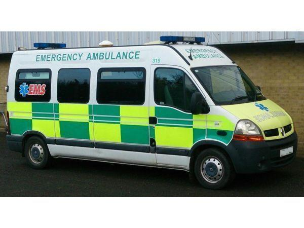 AMBULANCE RENAULT MASTER LM35 DCI 100 late 2004 Reg