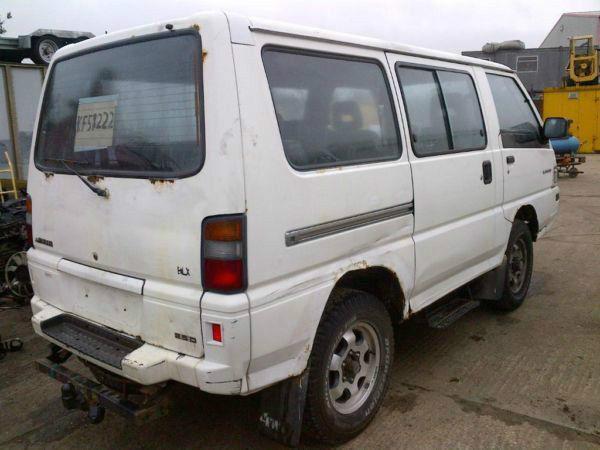Left hand drive Mitsubishi L300 4x4 double door 9 seats mini bus. Big bumper.Year: 1995