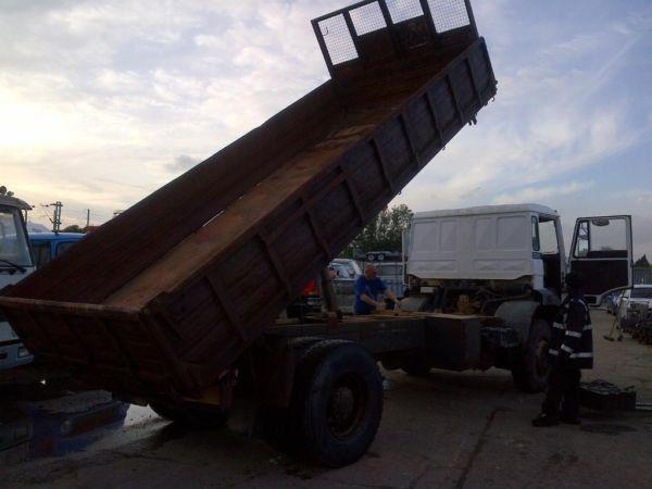 Left hand drive DAF 2300 Turbo 19Ton 3 way tipper. Hub reduction.On springs suspension. Year: 1987.