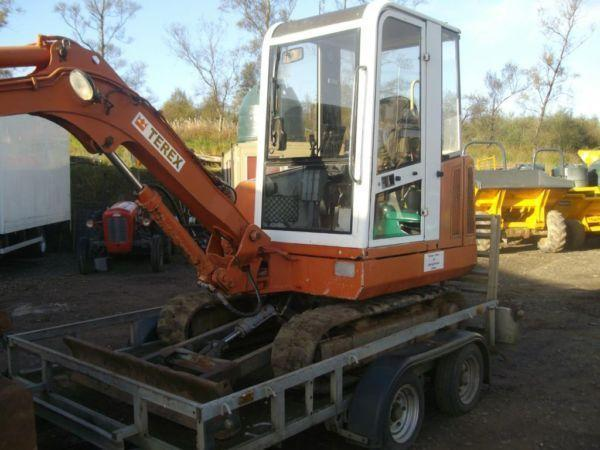 terex 2.8 ton (not hitachi jcn bobcat)