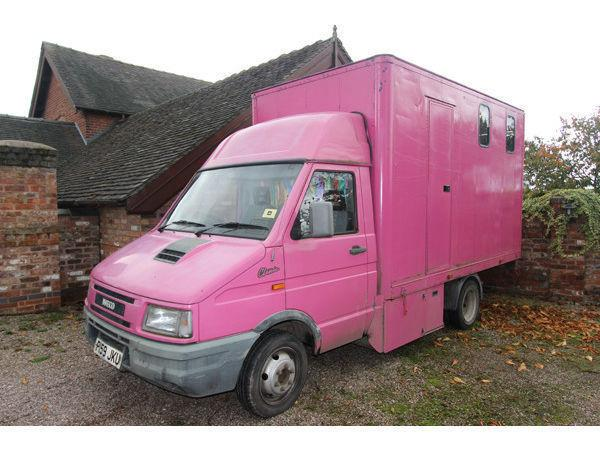 3.5 Tonne Horsebox - Iveco Daily - PINK!!!