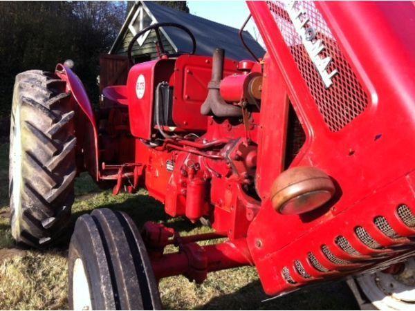 International B275 Diesel Tractor